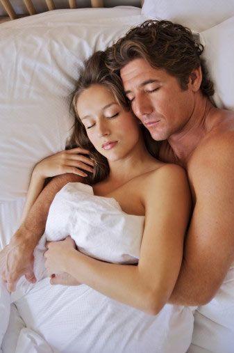 Zamanı düşünmeyin ve romantik olun!  Fazla zamanla ödüllendirildiğinizde, partnerinizle birlikte sadece fiziksel değil, duygusal seksin de tadına varabilirsiniz. Seks yaparken sadece fiziksel hazzı değil, duygusal hazzı da düşünmelisiniz. Böylece hem birbirinize daha yakın hissedecek, hem de onu ne kadar sevdiğinizi gösterme şansını elde edeceksiniz.   Böyle durumlarda sadece kendinizi düşünmeyin, partnerinizin de zevk aldığını bildiğiniz şeyleri yapın.